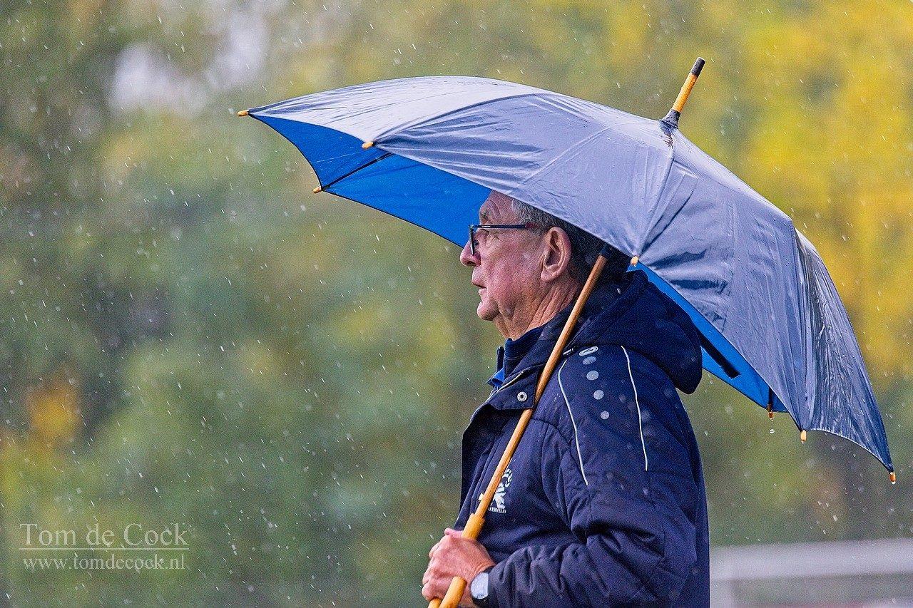 coocky voorn bekkerveld voetbal trainer paraplu