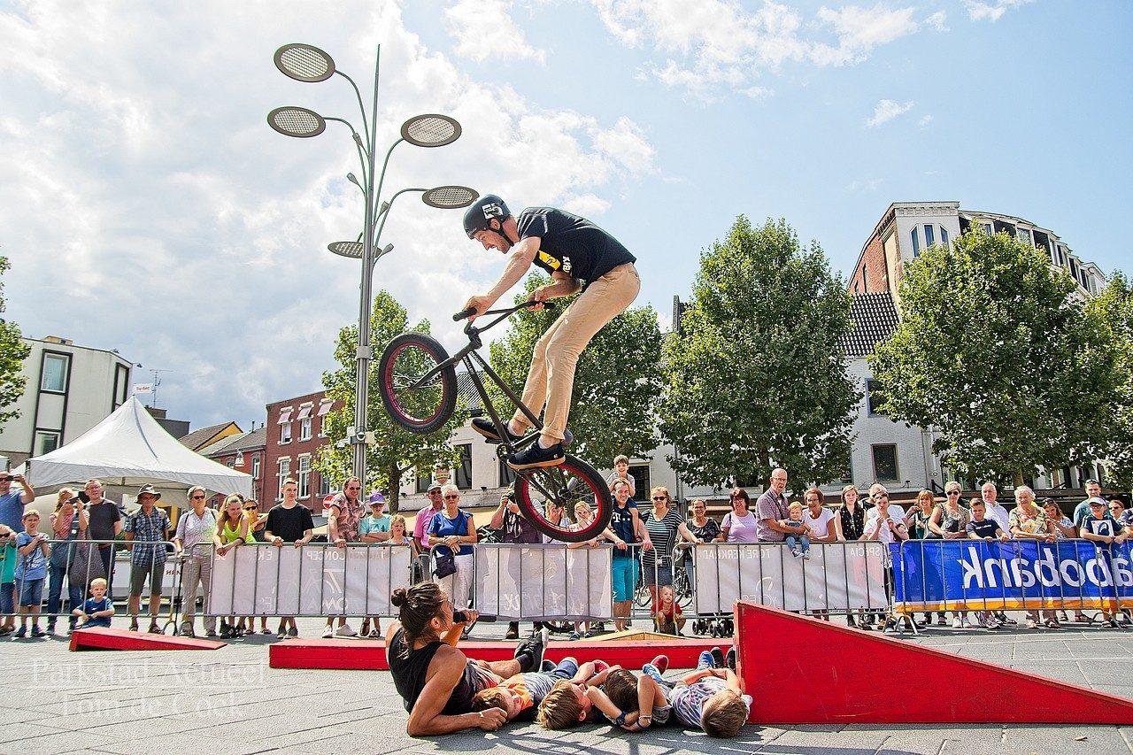BMX demo in het centrum van Heerlen.